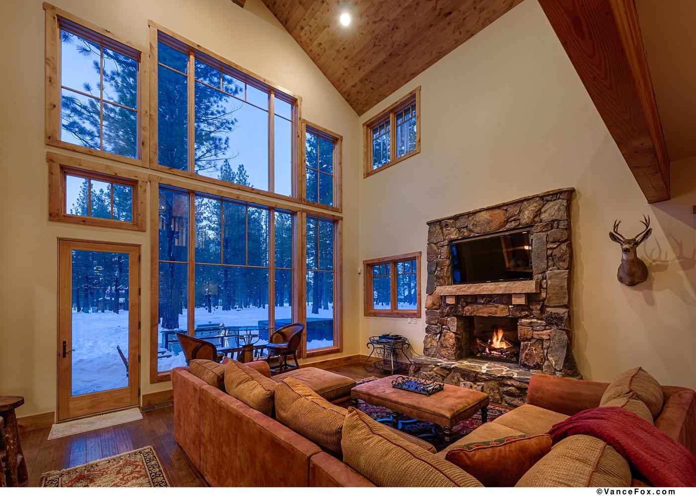 Tahoe Mountain Lodging 12802 Caleb Drive Living room