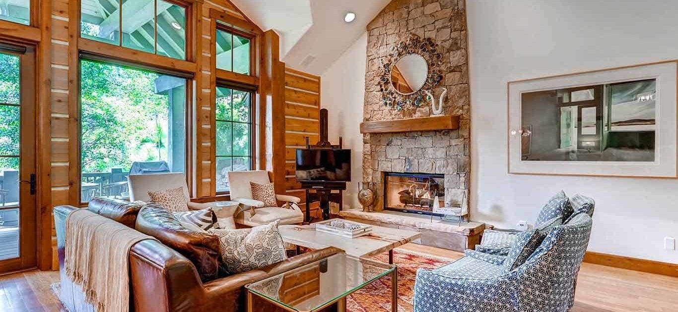 Buckhorn 298 Living Room