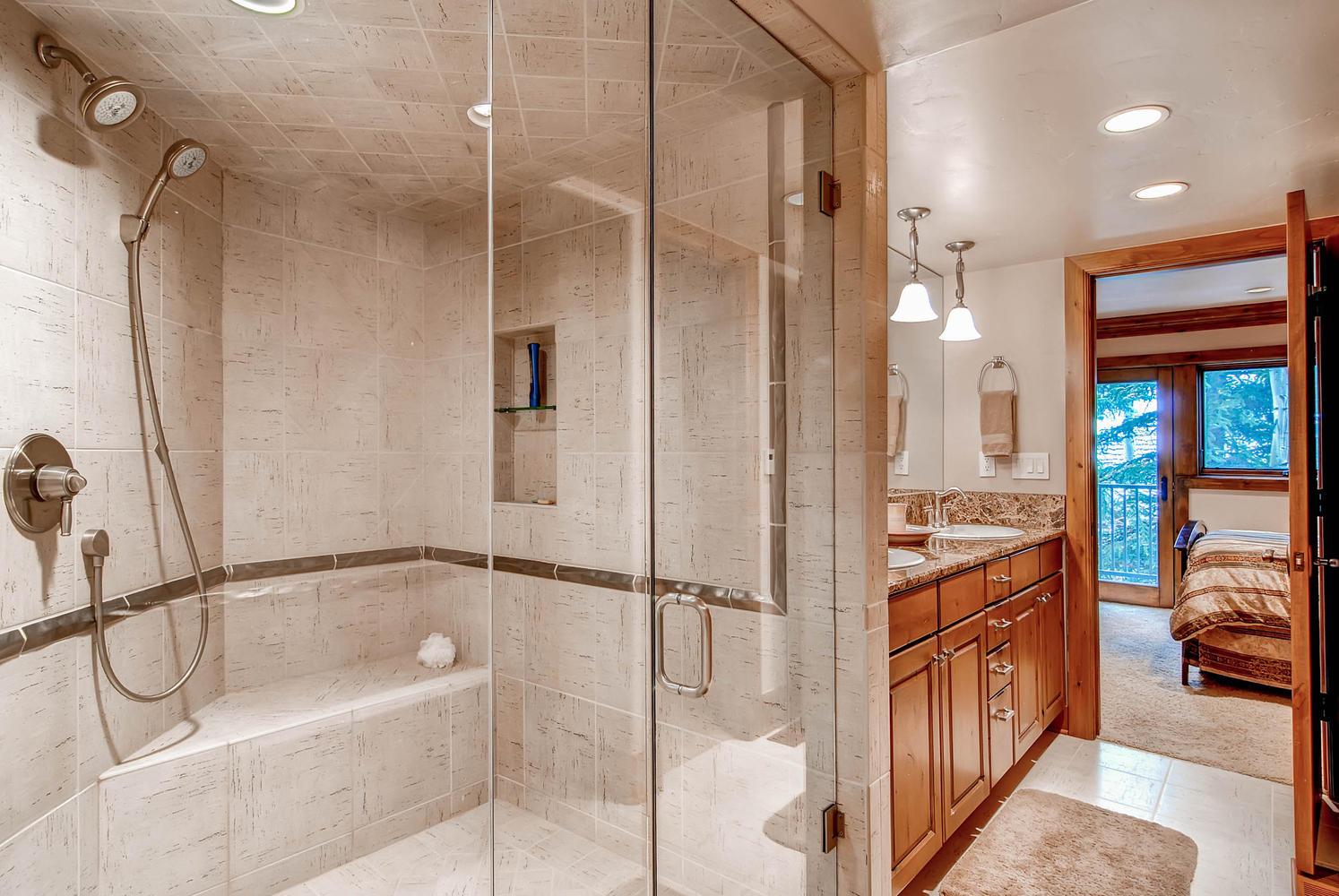 303 Holden Road Avon CO 81620-large-036-35-Lower Level Bathroom-1495x1000-72dpi