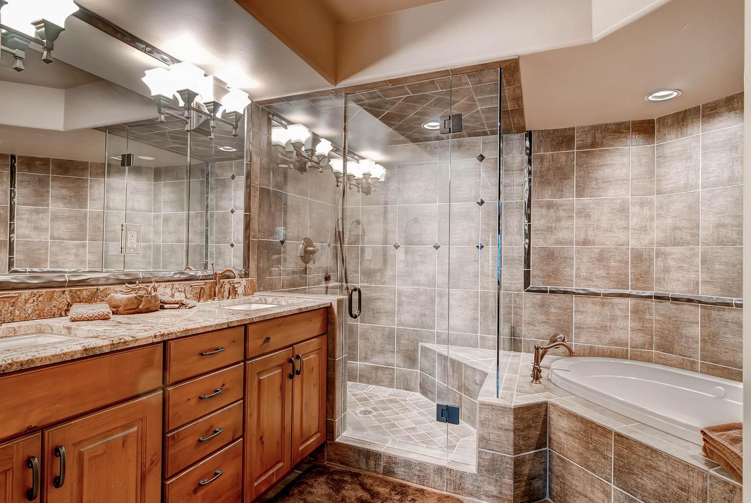 303 Holden Road Avon CO 81620-large-039-37-Lower Level Bathroom-1495x1000-72dpi