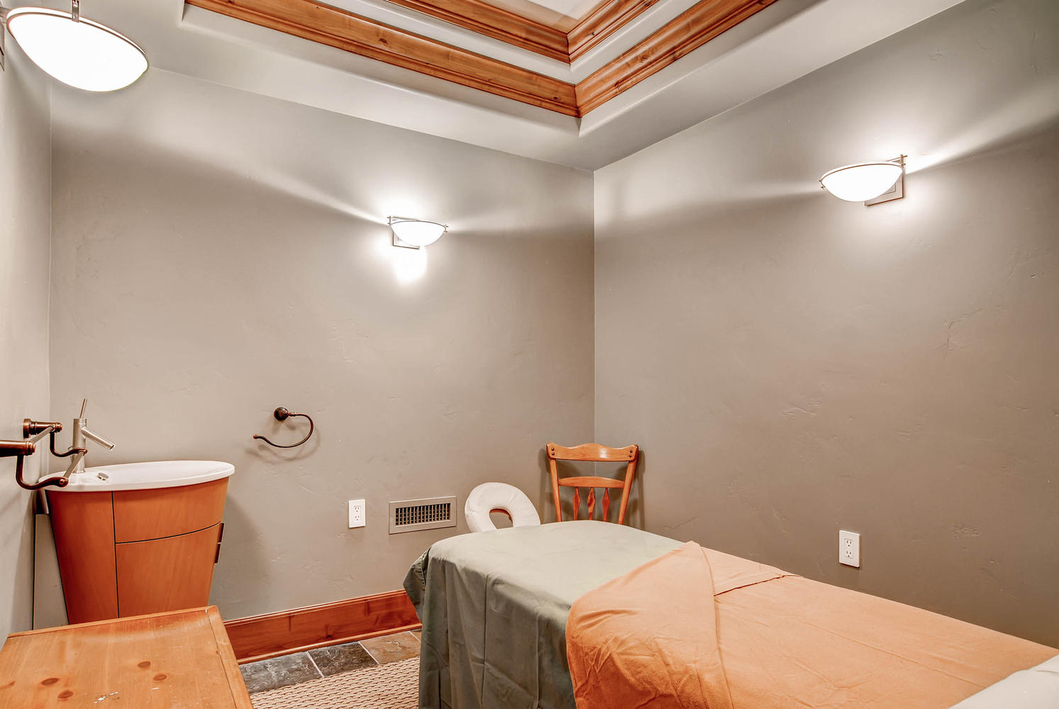 303 Holden Road Avon CO 81620-large-047-45-Lower Level Massage Room-1494x1000-72dpi